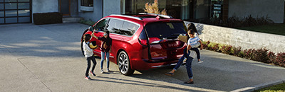 Hands-free power sliding doors and liftgate
